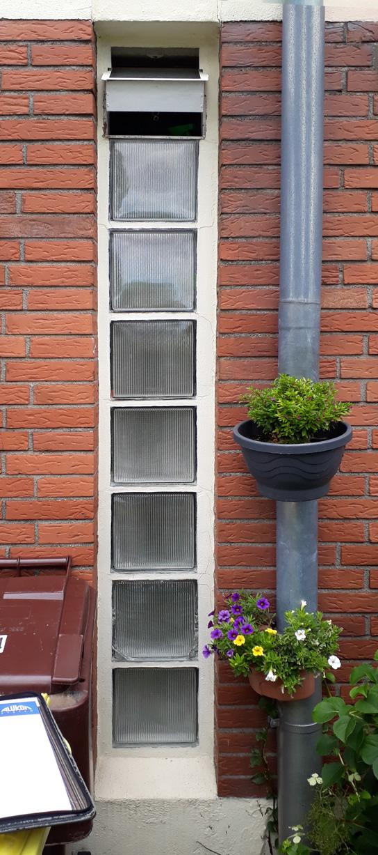 Aus Glasbausteinen wird ein modernes Fenster